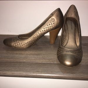 Naturalizer very comfortable heels size 8.5